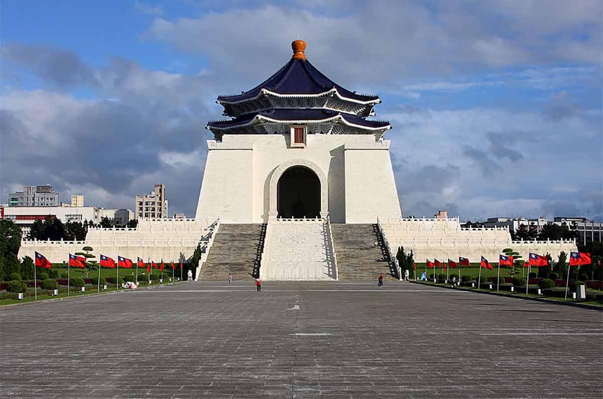 1024px-Chiang_Kai-shek_memorial_amk